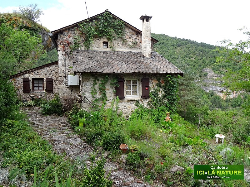 09-mountain house aveyron