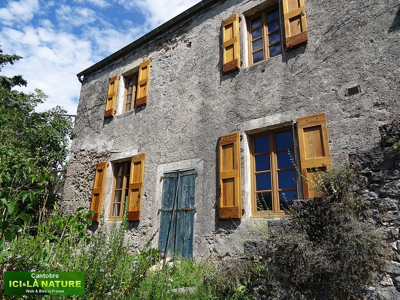 23-maison traditionnelle france cevennes