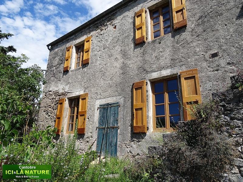 23-maison traditionnelle france cevennes