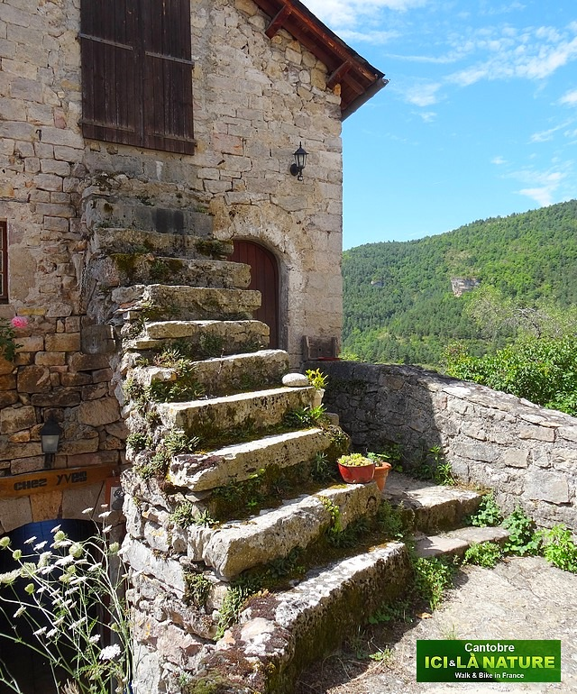France cevennes cantobre a charming medieval village for Vieille maison en pierre