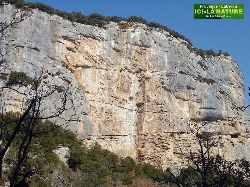 28-luberon provence mountain