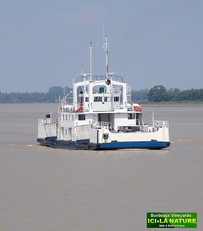 17-ferry boat france garonne