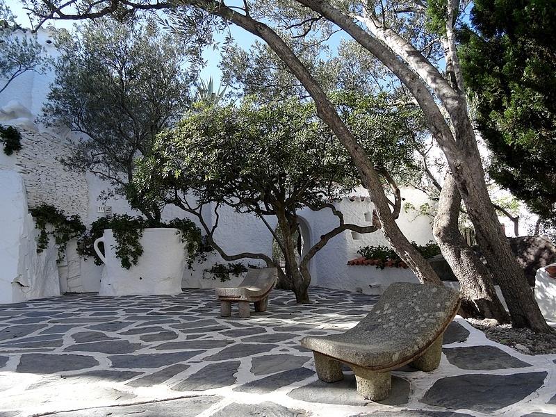 41-patio dali house barcelona port lligat
