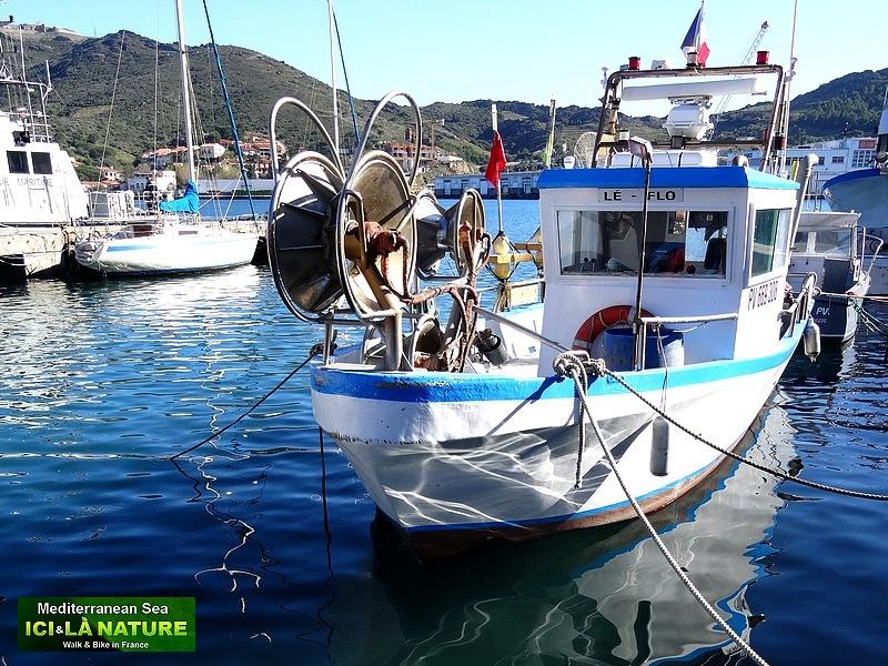 59-walking on coastal path mediterranee