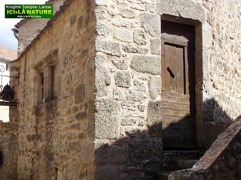 14b - vieille maison moyen age la couvertoirade