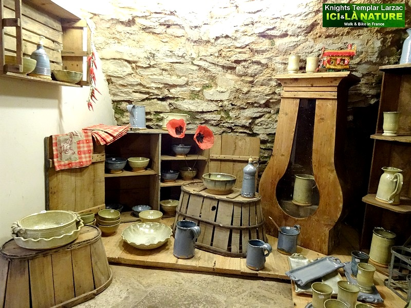 26-antiques old shop france