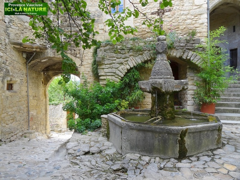 33-old fountain place provence village