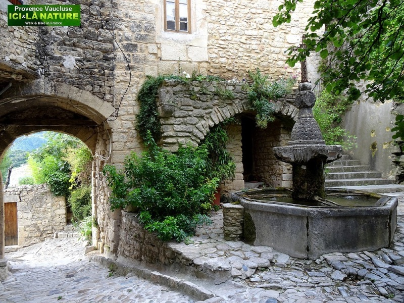 48-village place in provence