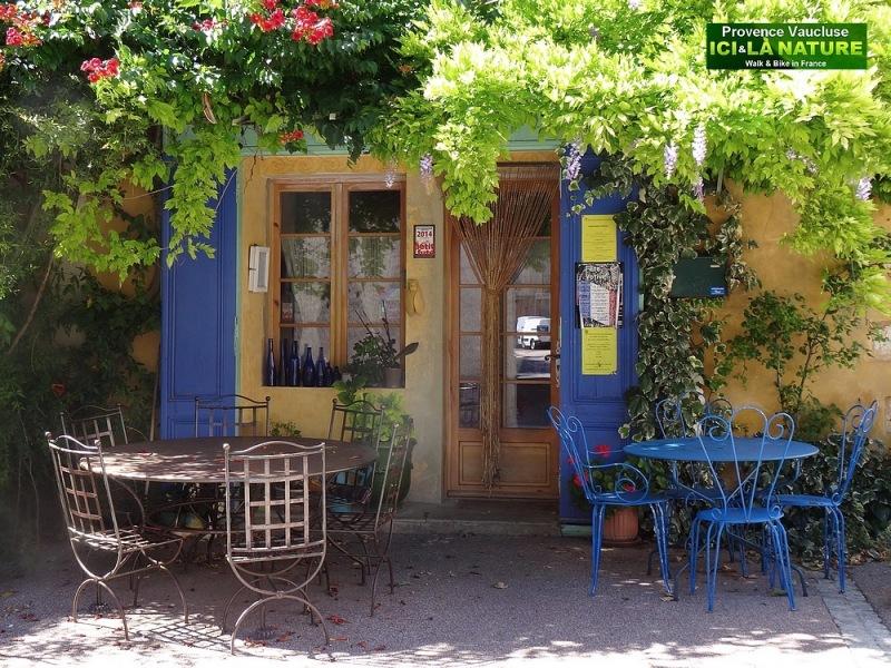 62-terrace café in provence