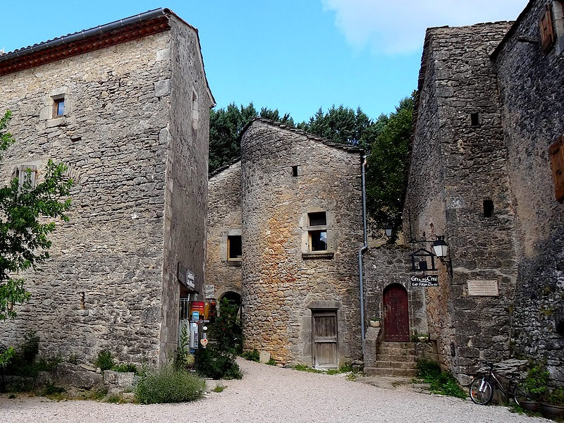 70-ou trouver village templiers en france