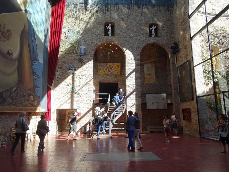 34- hall entrée theatre musee dali