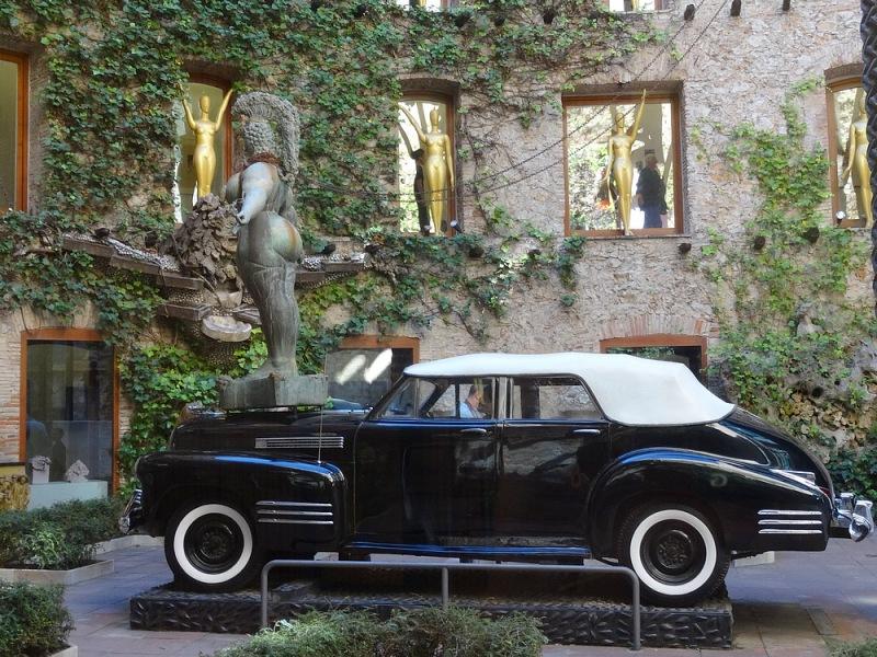 40- taxi pluvieux dali museum