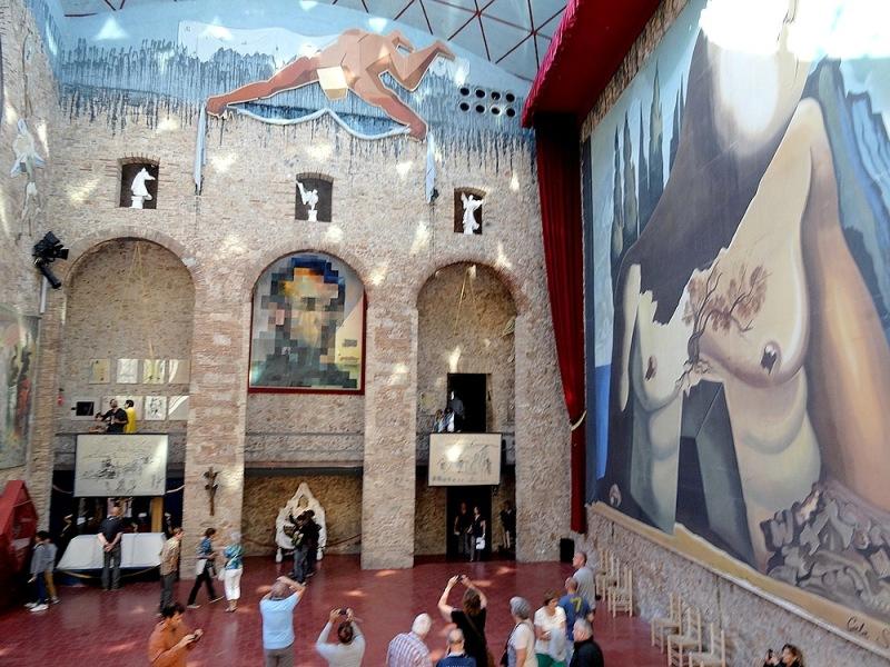 58-entrance dali museum spain