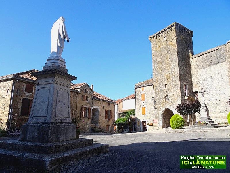 01-walking holidays france castles