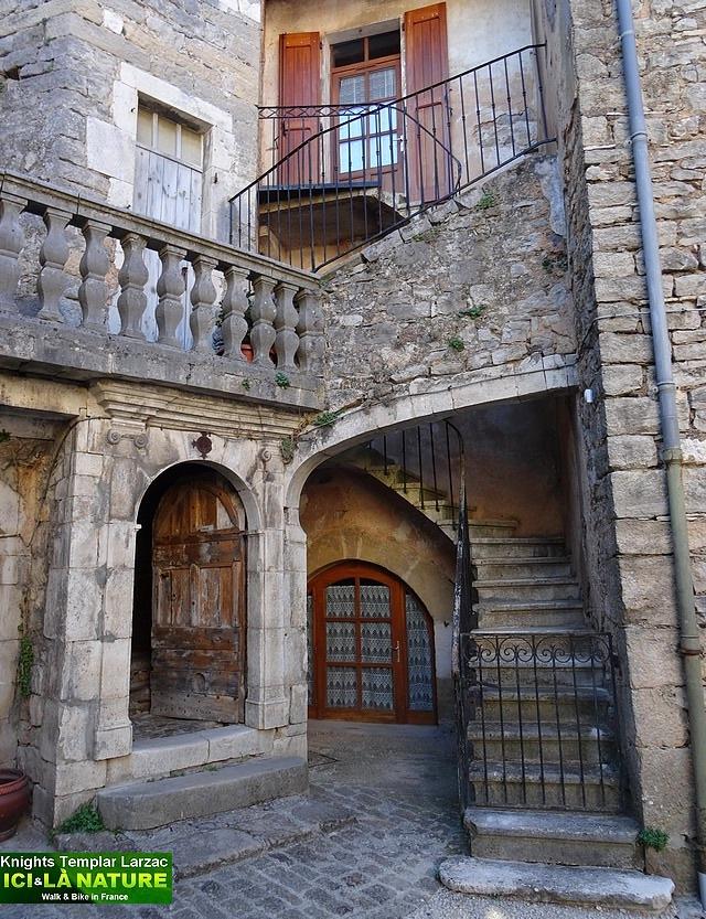 05-vieille rue médiévale chevaliers templiers