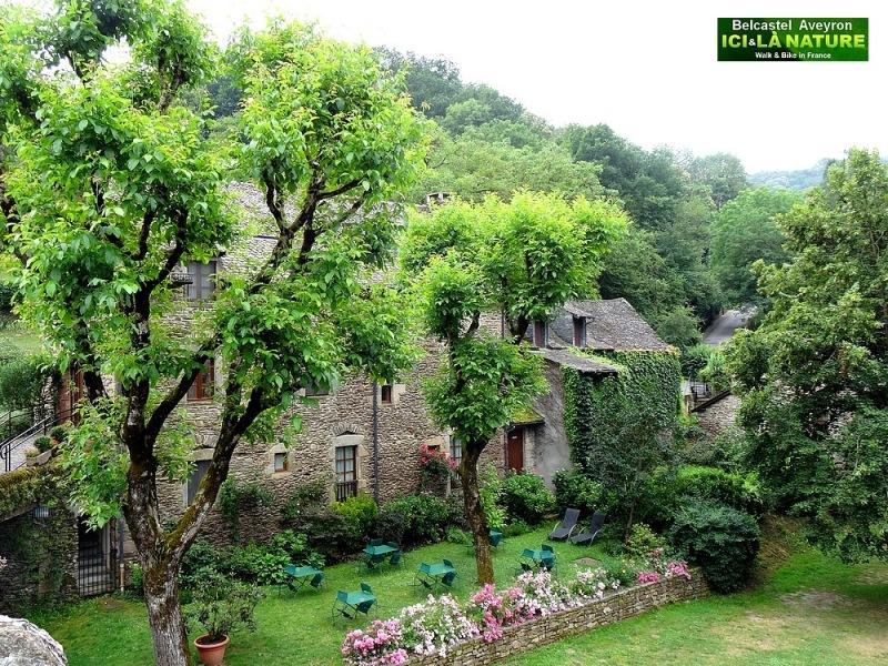 09-belcastel plus beau village de france