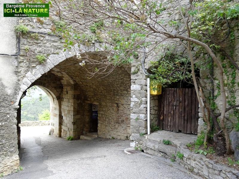 14-medieval village france var