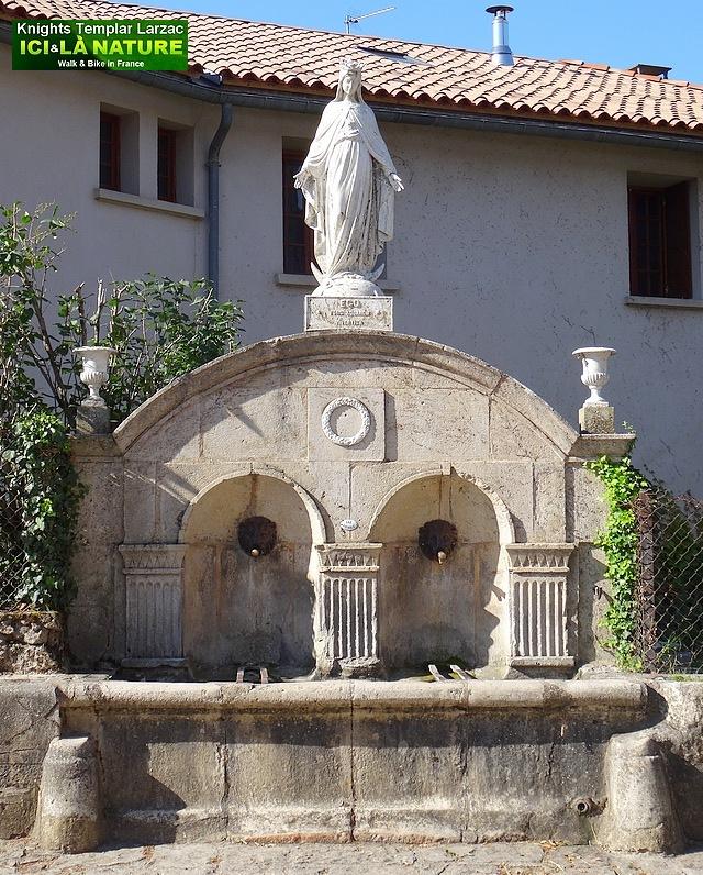 63-Fontaine des templiers