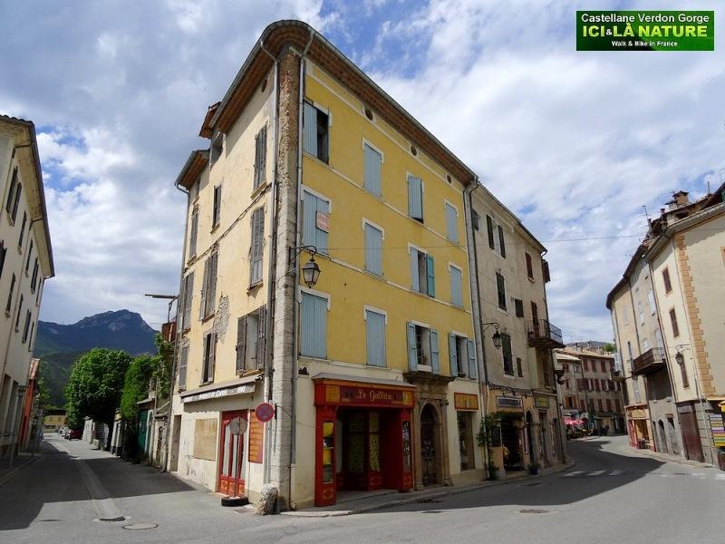 04-provence town picture castellane