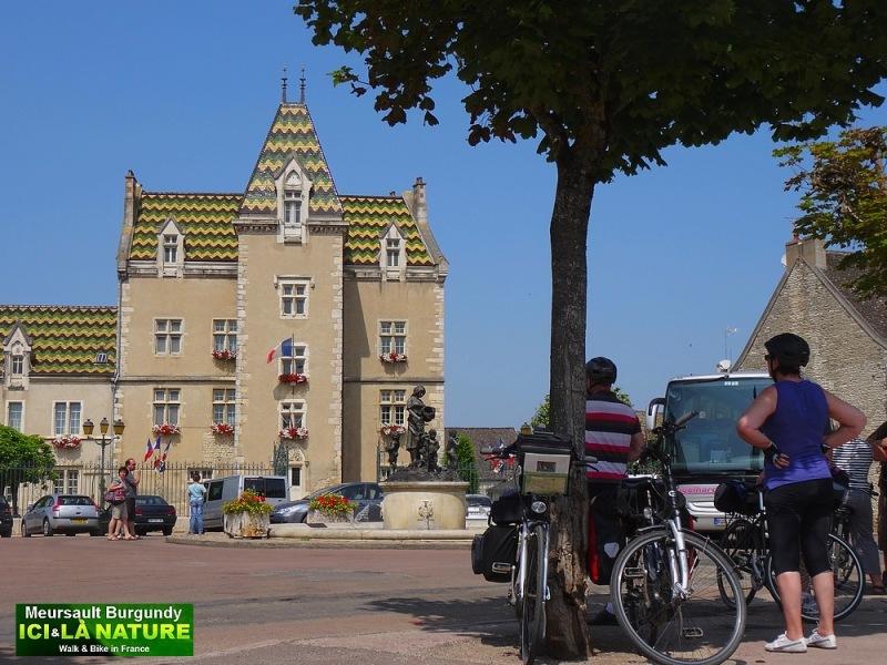 17-bike cycle holidays burgundy