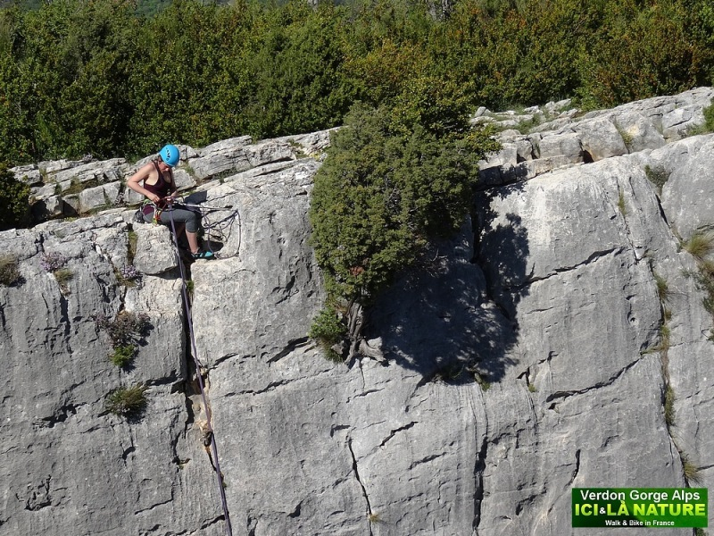 41-climbing in alps verdon canyon