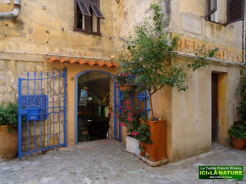 15-provence street image