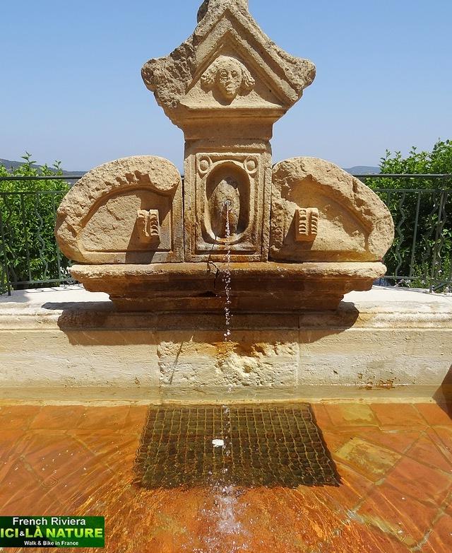 47-fountain provence photo