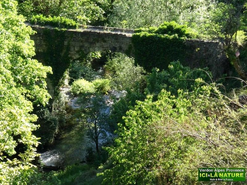 16-old roman bridge provence moustiers