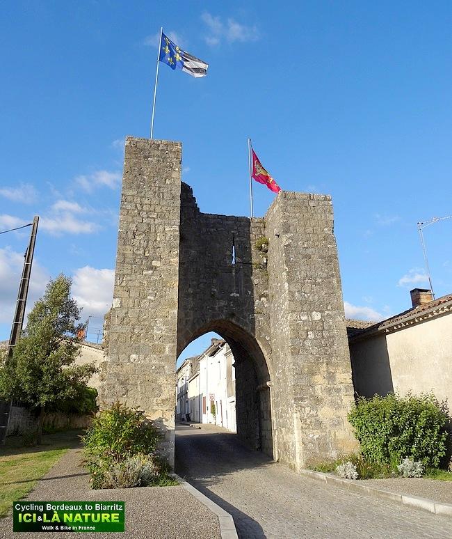 36-medieval town france bordeaux
