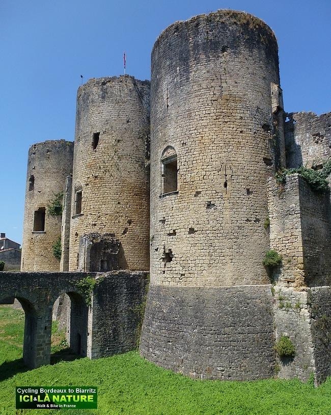 42-medieval castle france