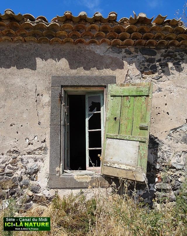 10-old house mediterranean coast