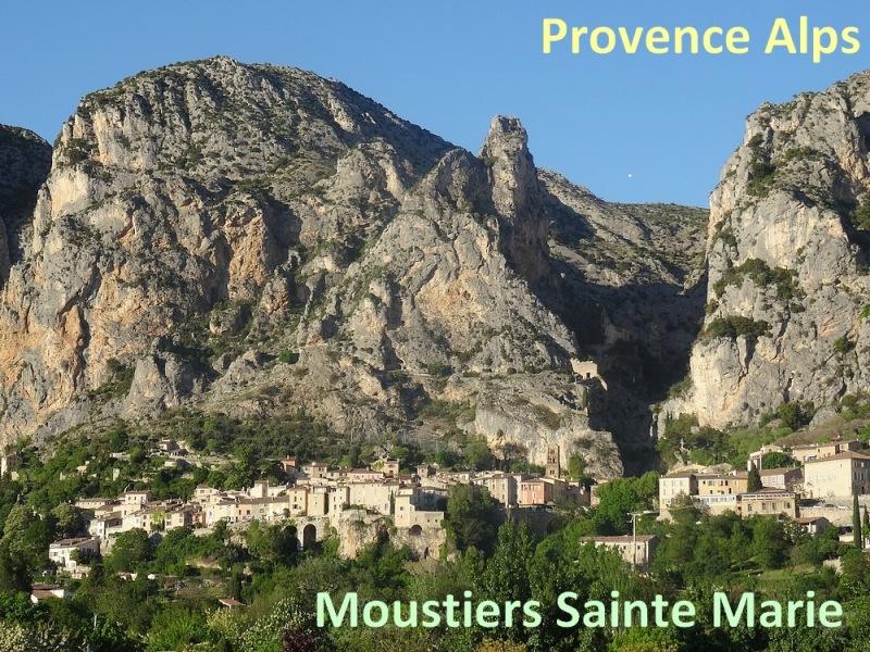 54b-view moustiers sainte marie verdon gorge