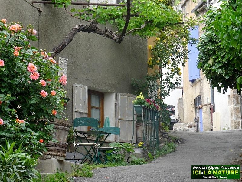 90-provence village streets