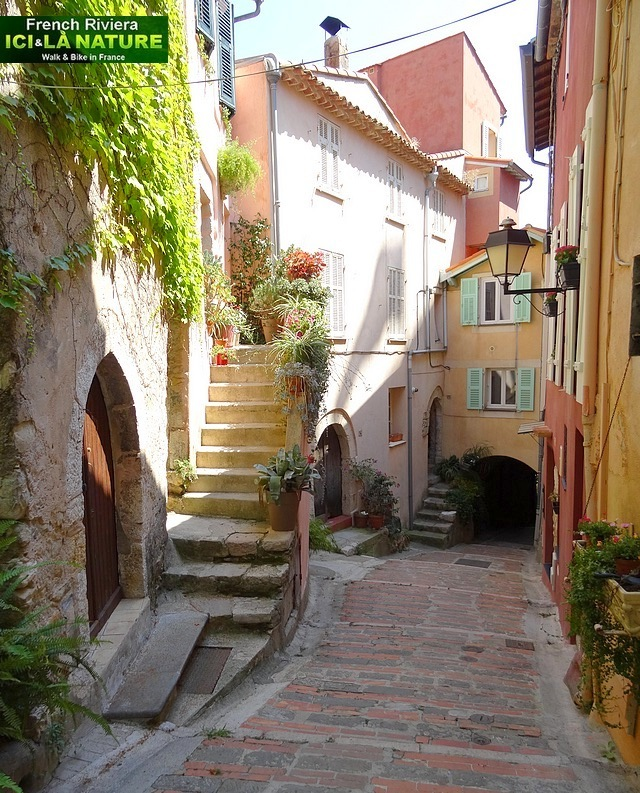 08-old street provence riviera