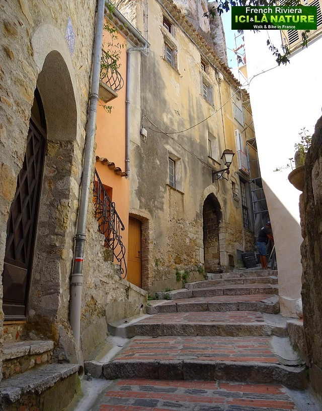 12-old street village provence