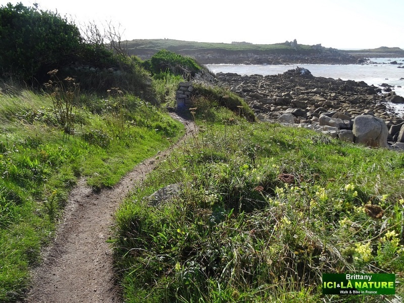 32-walking tour finistere brittany