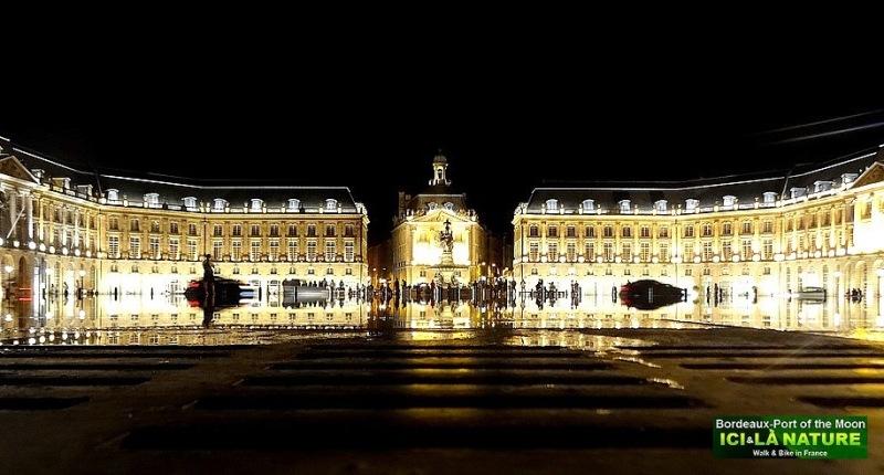 Bordeaux place de la Bourse nuit
