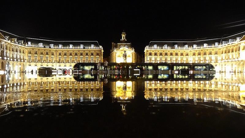 photo bordeaux miroir d' eau nuit
