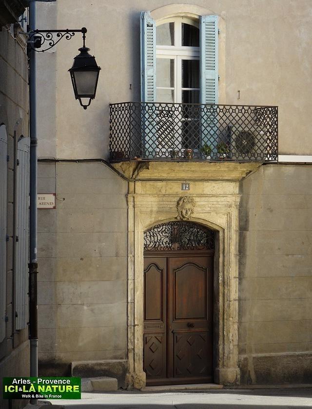 10-old street provence arles