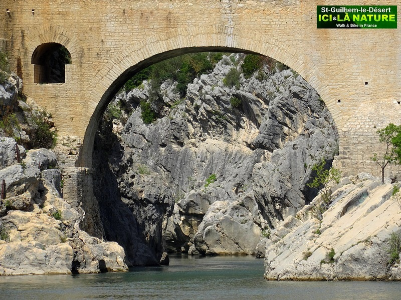 France way of st james the arles route saint guilhem for Le miroir du diable