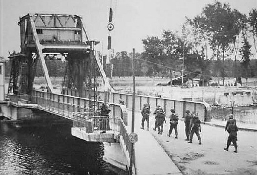 operation deadstick pegasus bridge 1944