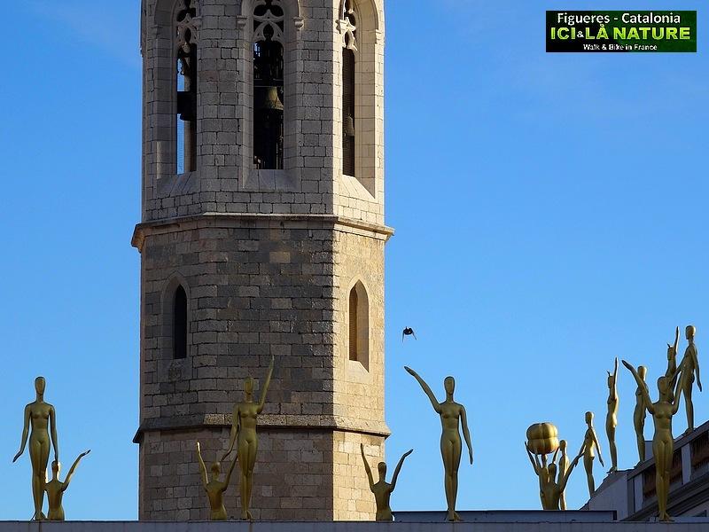 25-dali funerals in figueres church
