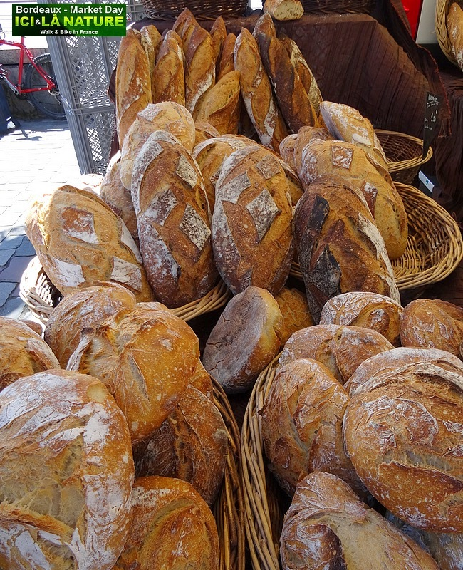 25-FRENCH BREAD ON BORDEAUX MARKET