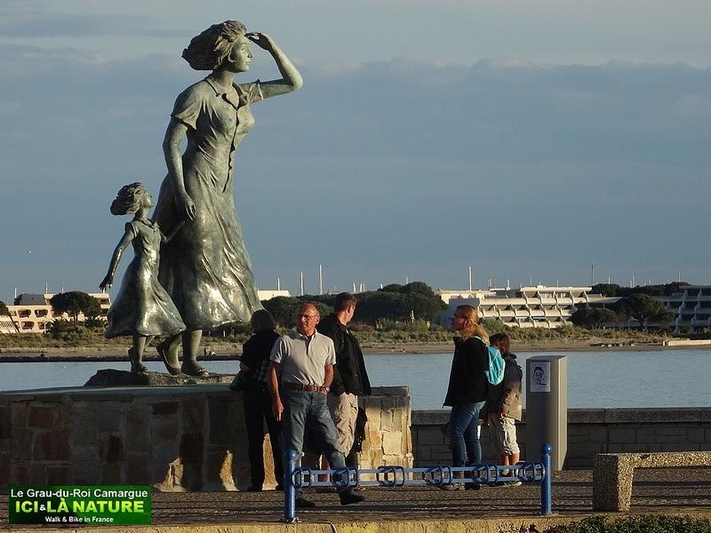 25-statue-femme-pecheur-port-le-grau-du-roi