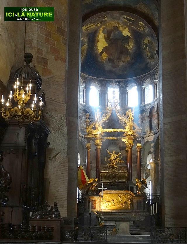 60-hight-altar-basilica-france