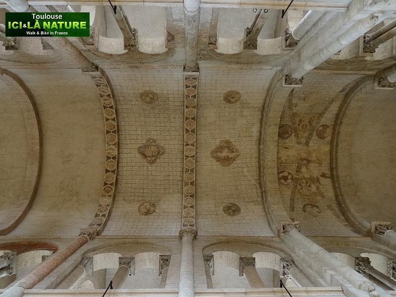 61-nave-basilica-france