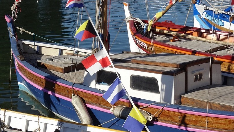 colorful-boats