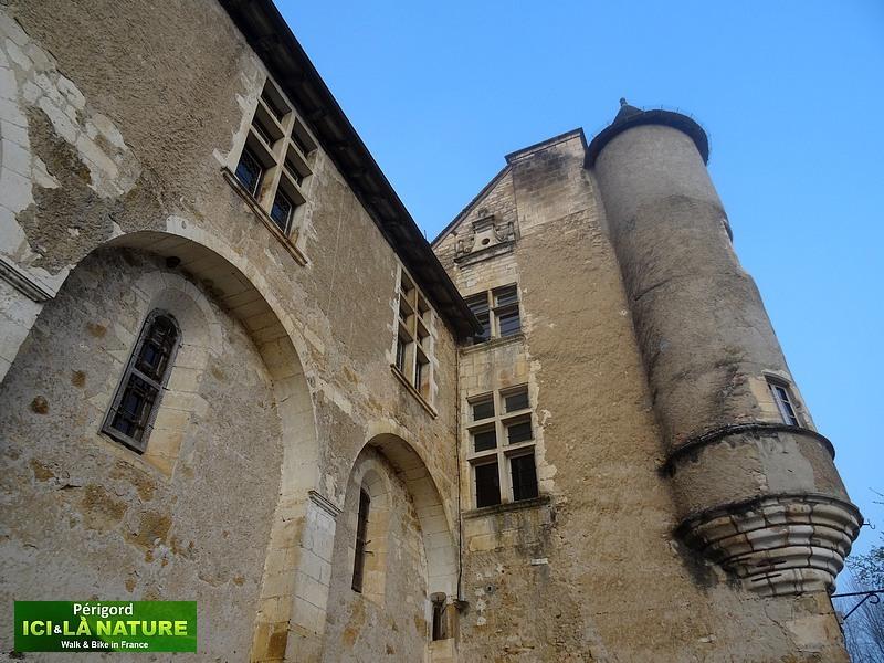 09-perigord-castle