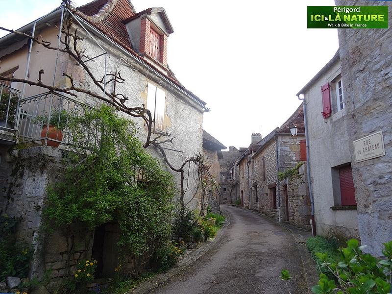 19-walk-street-old-village-perigord