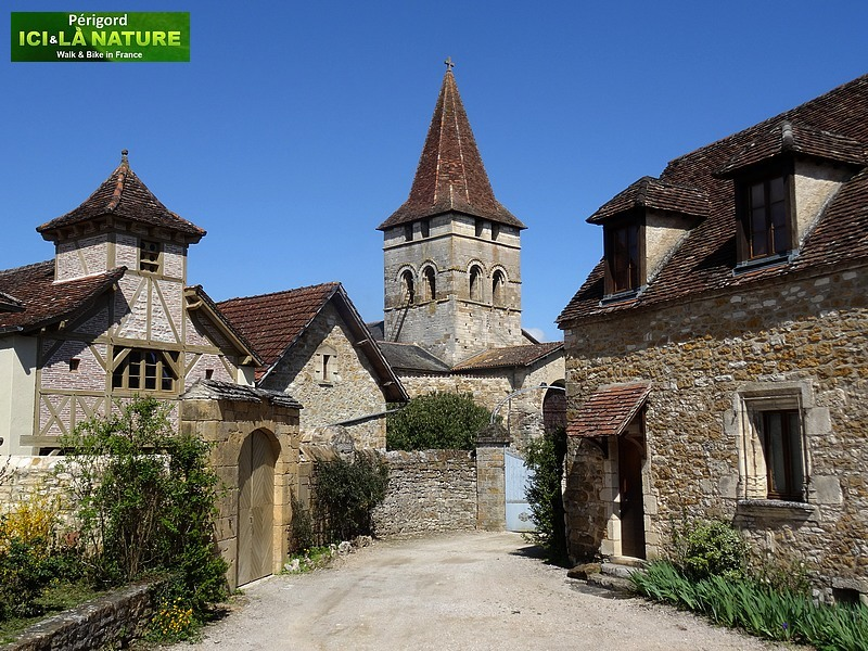 31-perigord-village-walking
